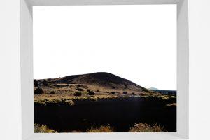 Sin titulo, Desierto negro 2, 2003. Fotografía sobre aluminio. 125 x 125 cm