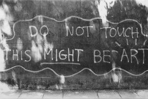 Do Not Touch, This Might Be Art, 2013. Técnica mixta sobre photolinen. 83 x 125 cm
