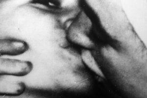 Kiss London, 1993. Emulsión fotográfica sobre tela. 145 x 111 cm