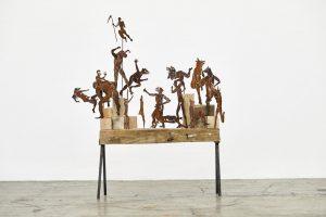 bacanal sobria, 2019. Corte en lamina de acero, madera y base de hierro, 120 x 108 x 20 cm