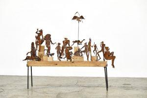 Bacanal, 2019. Corte en lamina de acero, madera y base de hierro, 120 x 108 x 20 cm
