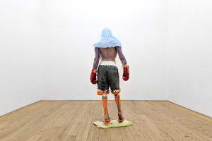 The Boxer, 2019. Poliuretano pigmentado, madera contrachapada, metal, goma de silicona, 190 x 50 x 65 cm